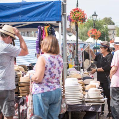Leighton Buzzard Charter Market busy street view